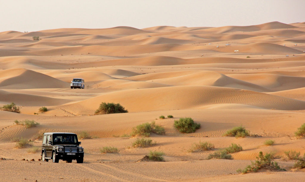 Mercedes G-Wagon nas dunas do deserto Dubai - safari luxo