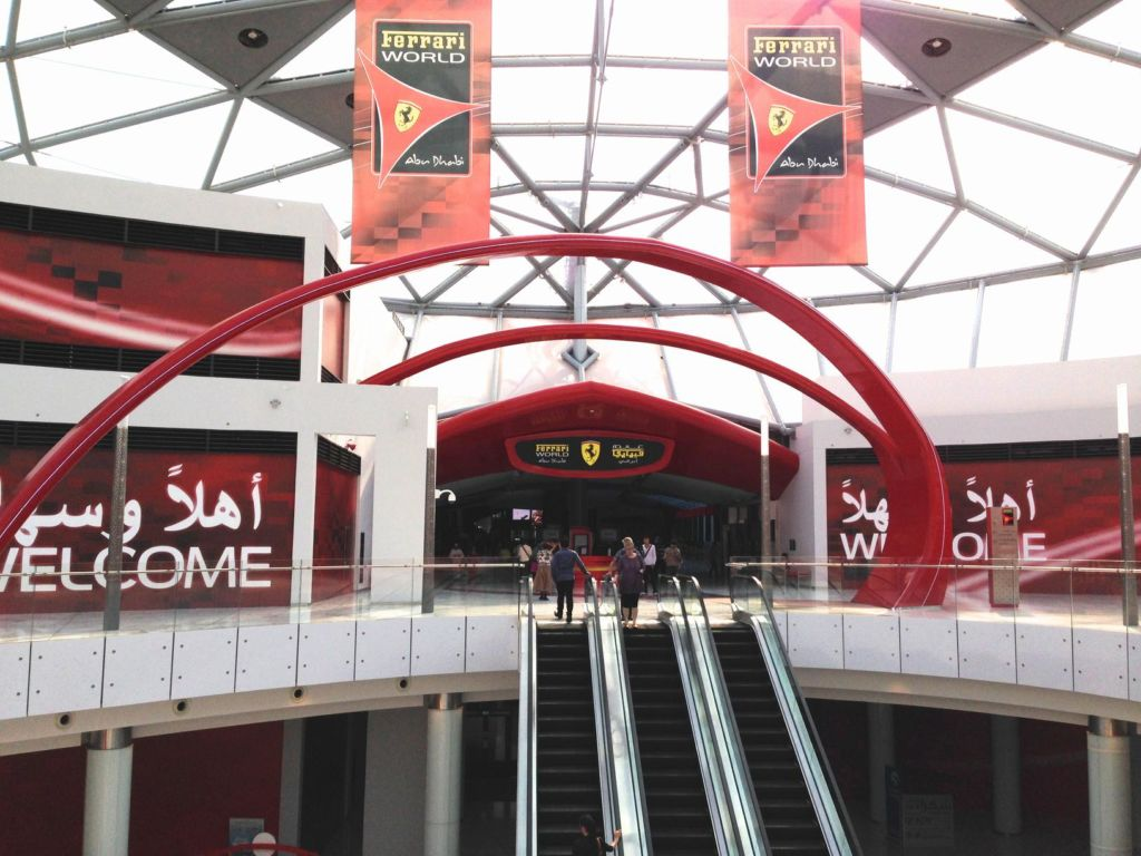 Entrada do Ferrari World Abu Dhabi