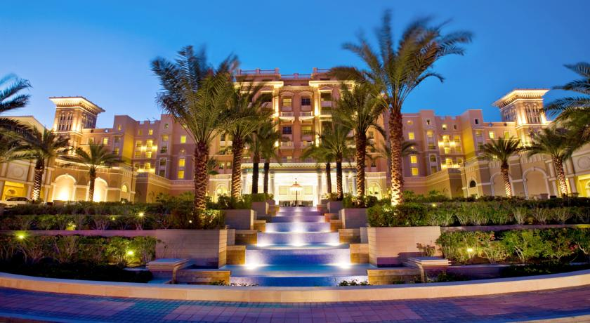 Charmosa entrada do hotel The Westin Dubai Mina Seyaki Beach Resorte & Marina